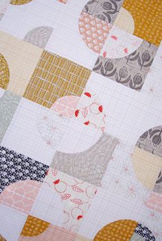 Umbrella Prints Flowers Collection and Drunkard's Path Variation Quilt (Red Pepper Quilts) Quilting Tutorials, Quilting Projects, Quilting Designs, Quilting Ideas, Modern Quilting, Sewing Projects, Circle Quilts, Quilt Blocks, Drunkards Path Quilt