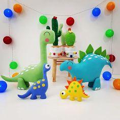#festadinossauro - Instagram photos and videos | WEBSTAGRAM Birthday Party At Park, Dinosaur Birthday Party, Birthday Party Themes, Felt Crafts, Diy And Crafts, Baby Dino, Happy 1st Birthdays, Baby Party, Lucca