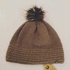 *kuscheliges für kalte Tage* ❇✴❇ #lumihood #diy #loveknitting #merino #wool #stricken #wolle #loveit #knit #knitting #haube #beanie #mütze #hood #handmade *knit@lumiqi.com* Love Knitting, Dory, Hoods, Winter Hats, Photo And Video, Instagram, Fashion, Beanies, Cold