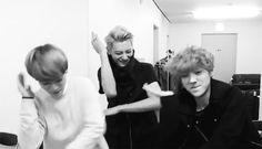 hahahahhaa tao , luhan and beakhyun dancing to Shinee's everybody's XD