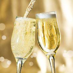 ¿Con quién te gustaría compartir una copa de vino hoy? #WineLove #Wine #Flights #Vinoteca #Vino