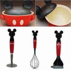 Disney Kitchen Decor, Disney Bathroom, Disney Home Decor, Cozinha Do Mickey Mouse, Mickey Mouse Kitchen, Casa Disney, Disney Rooms, Disney House, Minnie Mouse House