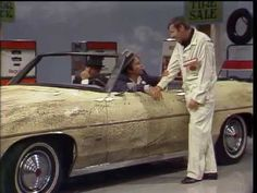 This is an old funny skit featuring Dean Martin, Peter Falk and Paul Lynde about some bank robbers trying to get gas at a gas station. Martin Show, Dean Martin, Columbo Peter Falk, Cars Youtube, Bank Robber, Show Video, Comedy Series, Robin Williams, Country Songs