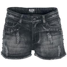 Short en jean signé Black Premium avec de nombreux effets destroy. Décoré avec de petites chaînes.