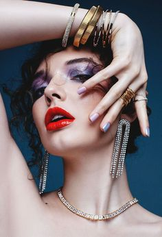 Jewelry Editorial, Beauty Editorial, Editorial Fashion, Model Poses Photography, Jewelry Photography, Fashion Photography, High Fashion Makeup, Fashion Beauty, Photographie Portrait Inspiration
