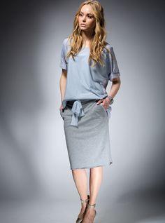 #Spódnica z szerokim paskiem, ściąganym na tiulową wstążkę w szarym kolorze.  #spódnicaołówkowa #tiul #moda #styl #womentrends #fashion #polscyprojektanci #mapepina #skirt