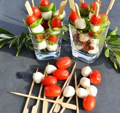 Tomato mozzarella sticks - and brunch Mozzarella Sticks, Tomate Mozzarella, Vegetarian Brunch Recipes, Best Brunch Recipes, Appetizer Recipes, Brunch Appetizers, Brunch Food, Brunch Party, Brunch Wedding