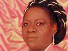 Moça Prosa homenageia Jovelina Pérola Negra no Largo da Prainha