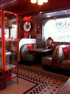 ✯so retro💗luv it 1950 Diner, Vintage Diner, Retro Diner, Steve's Diner, Diner Restaurant, Restaurant Design, Burger Laden, Diner Decor, American Diner