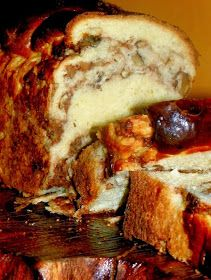 Cu Medi in bucatarie: Cozonac impletit ,cu nuca My Recipes, Dessert Recipes, Desserts, Peach Yogurt Cake, Romanian Food, Romanian Recipes, Pastry And Bakery, Loaf Cake, Sweet Memories