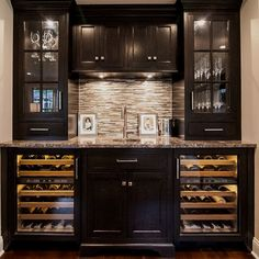 Full height upper cabinets with glass doors Home Wet Bar, Diy Home Bar, Modern Home Bar, Bars For Home, Basement Bar Designs, Home Bar Designs, Basement Ideas, Coin Café, Home Bar Rooms