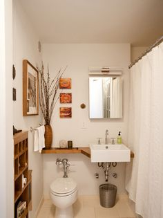 A small bathroom is not easy to design. Looking for some fresh ideas to design your small bathroom? Well, let's take a look at these small bathroom ideas! Simple Bathroom Designs, Bathroom Design Small, Eclectic Bathroom, Bathroom Interior, Basement Bathroom, Bathroom Sinks, Bathroom Layout, Bathroom Colors, Bathroom Storage