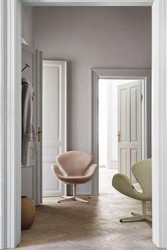 Fritz Hansen The Swan Chair — Herz und Blut - Interior Fritz Hansen, Danish Furniture, Contemporary Furniture, Design Museum, Chair Design, Furniture Design, Arne Jacobsen Chair, Home Interior, Interior Design