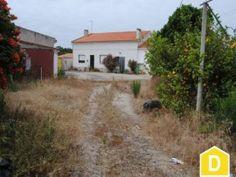 Moradia com anexos e terreno  a 5 minutos das praias  Serra do Bouro