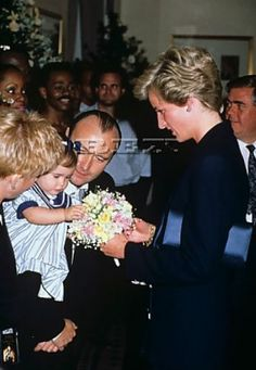 Princes Trust charity concert, Royal Albert Hall, London, Britain - Apr 1990 Phil Collins and family meeting Princess Diana Apr 1990 Phil Collins, Princess Diana Family, Princess Of Wales, Charles Spencer, Royal Albert Hall, Diane, Lady Diana Spencer, Queen Of Hearts, British Royals
