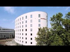InterCityHotel Mainz - Mainz - Visit http://germanhotelstv.com/intercityhotel-mainz This modern 4-star hotel is just 150 metres away from Mainz Central Station. It offers soundproofed rooms varied breakfast buffets and free public transport passes for Mainz and Wiesbaden. -http://youtu.be/3zQcmag7HQc