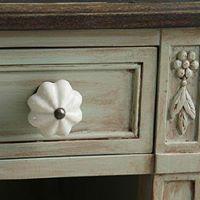 uchwyty,gałki klucze, kluczynki meblowe. Nogi drewniane,listwy , intersje. Ceramika,kryształ,szkło. Bogata oferta wzorów i kolorów wykończeń - inspiracje