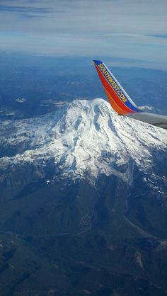 Why we love flying. Southwest Airlines over Mount Rainier Airplane Art, Airplane View, Plane Window, Cargo Aircraft, Best Airlines, Southwest Airlines, Commercial Aircraft, Birds Eye View, Business Travel