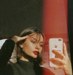 Discovered by Find images and videos about girl, photography and pretty on We Heart It - the app to get lost in what you love. Poses For Pictures, Picture Poses, Photo Poses, Poses For Selfies, Picture Photo, Tumblr Photography, Girl Photography Poses, Shotting Photo, Photographie Portrait Inspiration