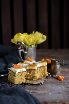Carrot Cake mit Cream Cheese Frosting & Karamell Carrot Cake Cream Cheesecake Frosting and Caramel Cheesecake Frosting, Cream Cheese Frosting, Carrots, Cake Decorating, French Toast, Pie, Breakfast, Desserts, Carrot Cakes