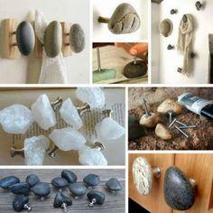 Los ganchos y los mangos, decorados con piedras.