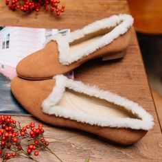 https://www.mychatelles.com/en/collection/new-arrivals/louis-slippers   Get ready for Christmas with our new fur slippers! ✨#ChristmasGift #CosyTime #EffortlessChic #cocooning #ShoppingTime #ChristmasShopping #GetReady #Christmas
