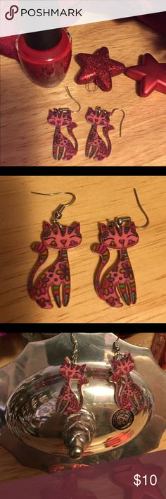 📌❤️Cute Calico Cat Earrings Pierced earrings that are adorable. Can wear with many outfits. Very light weight. Fun, NWOT Jewelry Earrings