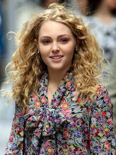 Annasophia Robb -- curly hair