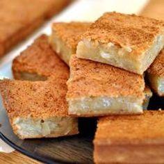 Mochiko Bibingka Recipe Philipinische Desserts, Filipino Desserts, Filipino Recipes, Gluten Free Desserts, Gluten Free Recipes, Dessert Recipes, Filipino Food, Filipino Dishes, Pinoy Food