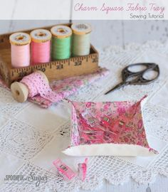 Charm square fabric tray sewing tutorial by a spoonful of sugar cestas, pro Sewing Hacks, Sewing Tutorials, Sewing Crafts, Sewing Tips, Bag Tutorials, Fabric Boxes, Fabric Scraps, Fabric Basket, Fabric Storage