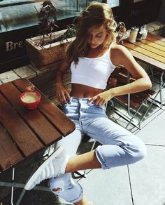 THE PERFECT ATHLEISURE STREETWEAR // www.chelseyrosehe...