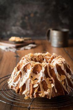 Amarettokuchen beschwippst, lecker, einfach! Genau das Richtige für die Kaffeetafel! Schnell zusammengerührt, saftig und super lecker!