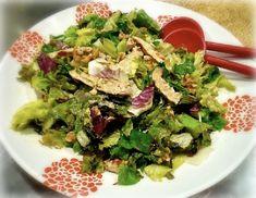 Αγαπημένη των κυριών ανεξαρτήτως ηλικίας σαλάτα με κοτόπουλο ψητό και φρέσκα λαχανικά. Ελαφριά, εύκολη και γρήγορη συνταγή για γεύμα χωρίς ενοχές. Salad Bar, Cobb Salad, Food, Essen, Meals, Yemek, Eten