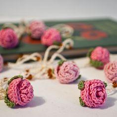 Crochet Mini Roses Inspiration ❥ 4U // http://www.pinterest.com/hilariafina/