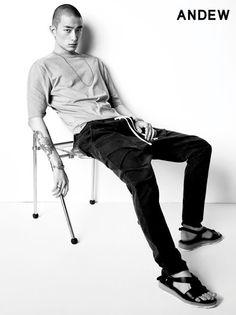 Kwak Ji Young, Park Sung Jin for Andew Spring 2015 collection Park Sung Jin, Young Park, Spring 2015, Korean Actors, South Korea, Asian Beauty, Korean Fashion, Singing, Menswear
