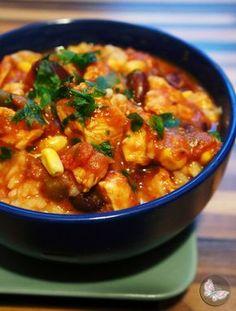 Soczyste kawałki kurczaka w pikantnym, pomidorowym sosie ze słodką kukurydzą i delikatną czerwoną fasolą - nieziemskie połączenie o wyrazistym smaku :) Danie błyskawiczne w przyrządzeniu, a przy tym cudowni rozgrzewa w chłodne dni. Jako dodatek do sosu świetnie sprawdzi się również kuskus, kasza pęczak czy makron ;p dania główne, dania mięsne, dania z drobiu, kasza i ryż, pomidory, sos, fasolka, kukurydza, kurczak, kupiec, kuskus, makaron, obiad, lekko i dietetycznie, smacznie, zdrowe…