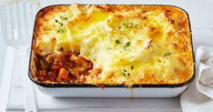 Here they are: our latest and greatest meat-free meals. We've got the popular new vegetarian shepherd's pie, a vegan version of satay and a plant-based chilli con 'carne' that has to be tasted to be believed. Easy Vegetarian Dinner, Vegetarian Recipes, Cooking Recipes, Healthy Recipes, Vegetarian Shepherds Pie, Sweet Potato Curry, Slow Cooker Beef, Pudding Recipes, Food Porn