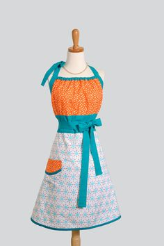 orange and turquoise apron! Orange And Turquoise, Teal, Cool Aprons, Bodice Top, Sewing Aprons, Aprons Vintage, Sewing Hacks, Creations, My Style