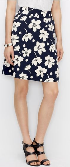 We wouldn't blame you if you wore this skirt every day for the rest of spring. #happylooks #funworkoutfits #flounceskirt #flowers