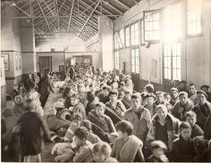 Spain - 1939. - GC - Retirada - Enfants attendants d'être dirigés vers un centre d'héberbgement