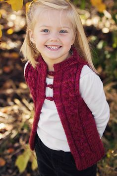 KNITTING PATTERN PDF file for Girl's Cabled por AddiesmaDesigns