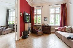 Wohnzimmer Und Office In Einer Großen 3 Zimmerwohnung In Berlin Mit  Gepflegtem Parket Und Einer