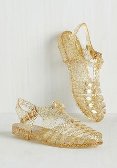 When your day needs a dose of playful sparkle, you step right into these quirky jelly sandals. Boasting glittery gold straps and matching ankle buckles, this vintage-inspired pair always comes to the oh-so-stylish rescue! Jelly Sandals, Women's Shoes Sandals, Flat Sandals, Women Sandals, Shoes Women, Oxfords, Jelly Shoes Outfit, Glitter Jelly, Gold Glitter