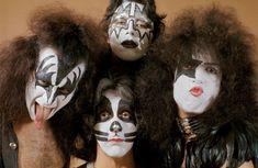 An Inside Look At The Bewildering Life Of Legendary Rocker Eddie Van Halen Rock N Roll, Best Rock Bands, Eddie Van Halen, Rock Groups, The Fab Four, The Hollywood Reporter, Pop Rocks, Paul Mccartney, Famous Faces