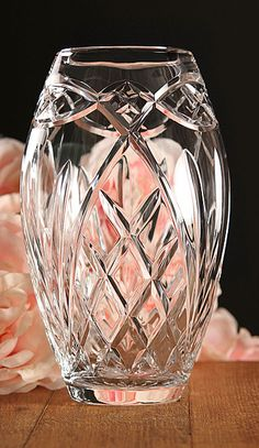 Crystal Celtic Ring Vase, handmade in Waterford, Ireland Beautiful. A true work of art! My wedding glasses are Waterford's. Waterford Crystal, Crystal Glassware, Crystal Vase, Cut Glass, Glass Art, Waterford Ireland, Irish Design, Celtic Rings, Antique Glass