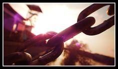 Kau dan aku, aku dengan dia, dia dengan nya, nya dengan kau.  Aku ingin kita seperti rantai baja, yang di tempa di olympus