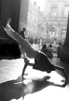 Héroes, la danza urbana llega al Panteón http://paris-infinito.com/heroes-la-danza-urbana-llega-al-panteon/