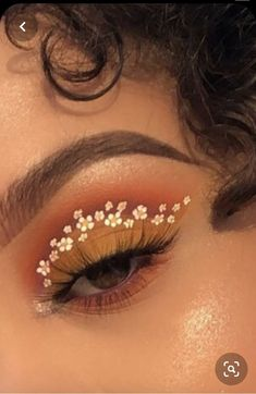 Uploaded by leonesaa. Find images and videos about aesthetic, makeup and flowers on We Heart It - the app to get lost in what you love. 60s Makeup, Makeup Inspo, Makeup Art, Beauty Makeup, Hair Makeup, Makeup Ideas, Creative Eye Makeup, Aesthetic Makeup, Aesthetic Beauty