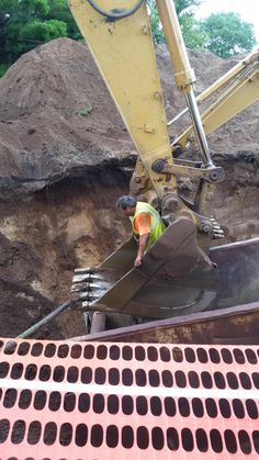 There are better ways to inspect your #excavator bucket! http://www.goodtogosafety.co.uk/Equipment/Excavator