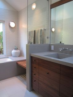 ensuite. love the colours, the sink and the little seat